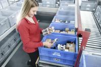 Mit Kunststoffboxen aus dem Behälterprogramm von SSI Schäfer hat die Drogeriemarktkette dm einen geschlossenen Mehrwegkreislauf eingerichtet. Die robusten Behälter dienen als Lager-, Kommissionier- und Transportboxen und erschließen dm vielfältige Vorteile und Einsparpotenziale