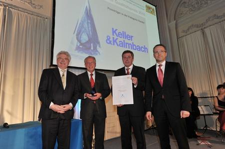 Bayerns Wirtschaftsminister Martin Zeil mit Dr. Florian Seidl, (Geschäftsführender Gesellschafter), Erwin Bayerl (Leiter Qualitätssicherung) und Thomas Obermeyer (Geschäftsführer Vertrieb) (Quelle: BSWIVT)