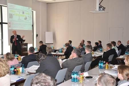 Keynote Sprecher Prof. Dr. Buhl referiert zum Thema Risikomanagement