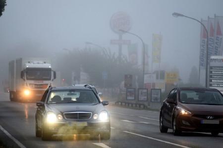 Auch wenn's schwerfällt: Jetzt müssen sich Autofahrer auf herbstliche Straßenverhältnisse einstellen