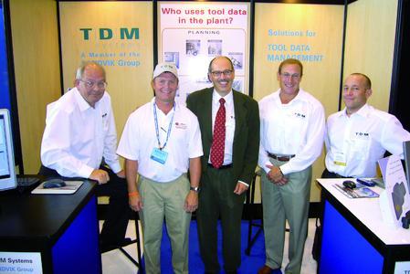 Von links nach rechts: Sales Partner Steve Sullivan, TDM-Anwender Marc Sweeney von Major Tools & Machine, In., Harald W. Kaiser, Vice President TDM Systems Inc., Chris Rezny, Program Manager Midwest und Gery Buk, Project Manager / Engineering