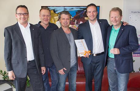(von links) Christian Krug (Vertriebsleiter Epsilon), Peter Schwinn (Geschäftsführer Epsilon), Jörg Böckel (Vorstand HFO), Adnan Udovcic und Achim Hager (Vorstandsvorsitzender)