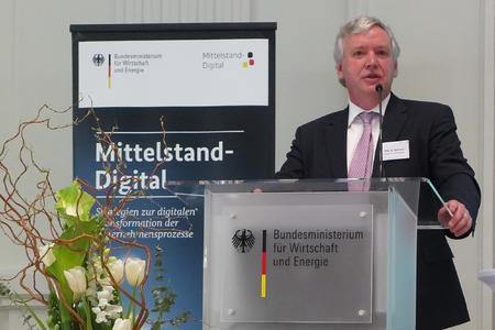 Prof. Dr. Rolf Pohl bei seinem Vortrag im Bundesministerium für Wirtschaft (Foto: Ralf Franke, BMWi)
