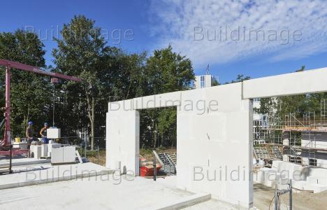 Beim UNIKA Planelemente Bausystem werden die objektspezifischen Wandbausätze nach den individuellen Entwürfen des Architekten produziert und geliefert / Foto: UNIKA/Sven-Erik Tornow