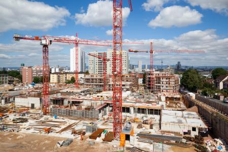 Bisher sind 16 Villen auf Baufeld 1 fertiggestellt. Das Projekt wächst weiter. (Foto: Caparol Farben Lacke Bautenschutz/Claus Graubner)