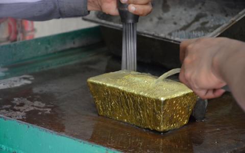 Goldbarren von der Selinsing-Mine; Foto: Monument Mining