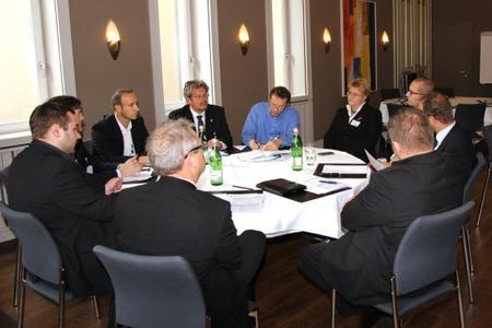 Der Roundtable bietet sich für Erfahrungsaustausch an (Foto: Vogel IT-Akademie)