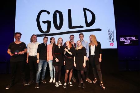 Die Virtual Design-Studierenden der Hochschule Kaiserslautern bei der der Auszeichnung mit GOLD beim ADC-Wettbewerb / © Getty 2018