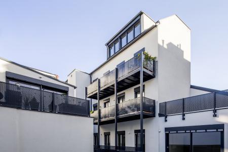 Großzügige Wohnhausanlage in Wien mit Lochblechgeländern von MEVACO.