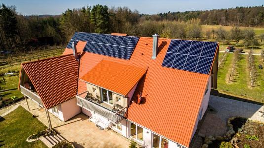 Hausdach mit den effektiven SunPower Modulen