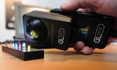 Messgerät im Taschenformat detektiert präzise LED-Helligkeitswerte in Millisekunden