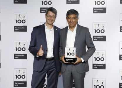 iTernity is one of the TOP 100: Georg Csajkas (Director Marketing, Product Management & Business Development) and Ranga Yogeshwar (Mentor of TOP 100) at the award ceremony