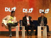 Im Gespräch auf dem DLD Kongress in Singapur: Joe Nguyen (Senior Vice President, comScore) Alexander Gerfer (CTO, Würth Elektronik eiSos Gruppe), Jin Siew Lim (Head of Business Development, Globalfoundries) (v. l. n. r.) / Bildquelle: Würth Elektronik