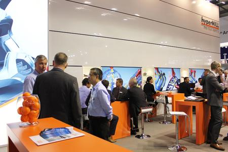Lively discussions taking place at OPEN MIND's EMO booth (Image source: OPEN MIND)