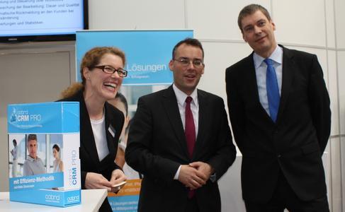 Minister Friedrich besucht cobra auf der CeBIT