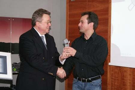 Ruben Thiele, Engineering, accepts the HAVER Innovation Prize on behalf of all SABIC employees from Dr. Reinhold Festge, Managing Director of Haver & Boecker. The prize distinguishes excellent cooperation with Haver & Boecker