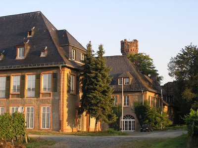 Schloß Reichartshausen; Hauptsitz der ebs seit 1980