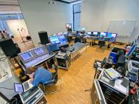 2 Kameras, 5 Techniker, 2 Dolmetscherinnen, zahlreiche INIT Mitarbeiter und jede Menge Technik sorgten für eine hochwertige Übertragung der Online-Konferenz in alle Welt /  Bild: INIT