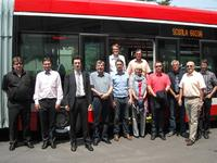Das ACTUATE Konsortium beim Treffen in Parma. V.l.n.r.: Roman Hapal (DPMB), Jakub Veverka (DPMB), Davide Mezzadri (TEP), Volkmar Pilz (BBG), Wolfgang Backhaus (RC), Renate Backmann (LAB), Marc Backhaus (LVB), Siegbert Müller (BBG), Eberhard Nickel (LVB), Flip Bamelis (Van Hool); oben: Dennis Priester (RC), Frank Hausmann (LAB)  @ trolleymotion.com