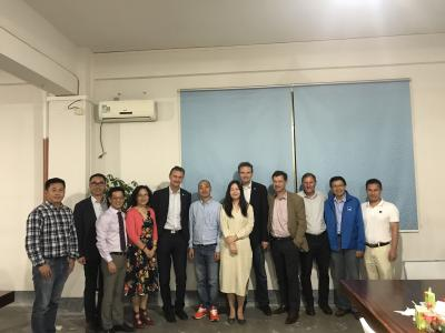 RENOLIT CEO Michael Kundel (5th from left) and RENOLIT CEO Karsten Jänicke (8th from left) conclude the new joint venture in China with Citiking and Dongtang