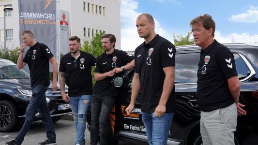 von links nach rechts: Sportkoordinator: Volker Zerbe, Spieler Johan Koch, Spieler Fabian Wiede, Spieler Paul Drux, Trainer Velimir Petkovic