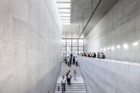 Oberes Foyer, interne Haupttreppe Foto: Ute Zscharnt for David Chipperfield Architects