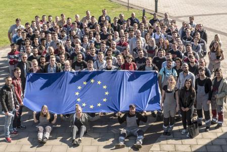 Es ist ihre Zukunft: Anlässlich des 60. Jahrestages der Römischen Verträge diskutierten Auszubildende von thyssenkrupp in Duisburg über die Europäische Union.