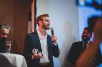 Jonas Keller, CEO von EXPLAIN, bekommt Award