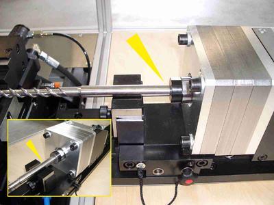 Der Bolzen liegt sauber am Werkstück an. Durch das System LOCKED-P geklemmt, nimmt er die Gegenkräfte des Fügevorganges problemlos auf(Foto:ACE & GRAF automation GmbH)