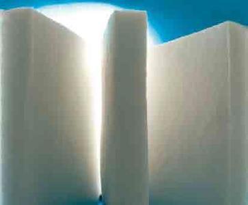 Ein von Piel entwickeltes innovatives Vliesmaterial komplett aus recycelten Polyesterfasern erwies sich mit seinen ausgezeichneten thermischen Eigenschaften sowie zur Geräuschdämmung als ideales Material für den Einsatz im Bausektor / ©Piel S.A.
