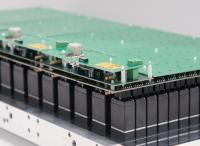 Vollständig geprüfte, kompakte Ventilplatte mit bis zu 240 Einzelventilen übernimmt das Fluidmanagement bei der Chromatographie / Quelle: Bürkert