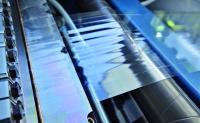 Hightech-Pilotanlage: Auftrag mittels Curtain-Coating für eine streifenfreie Beschichtung auf wärmeempfindliche Substrate (z.B. clear-on-clear Etiketten)