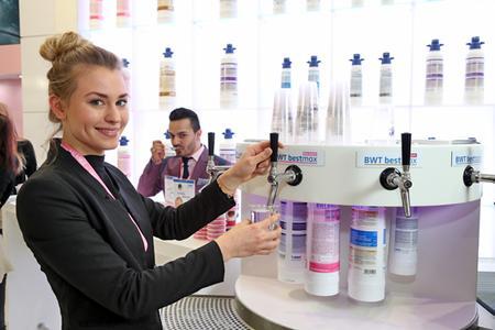 Pur oder als Grundlage für Kaffee und andere Heißgetränke - das optimierte Wasser von BWT water+more ist immer ein Genuss.