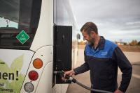 """Zuverlässige Busbetankung mit dem WyRefueler. Der Bildnachweis ist """"Wystrach""""."""