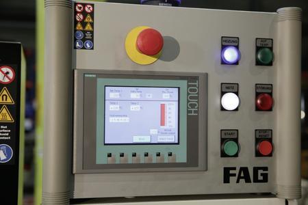 Der FAG HEATER5000 wird über einen Touchscreen gesteuert / Neben der Delta-T-Technik sind zwei weitere Optionen möglich: die Zeit- und die Temperatursteuerung / Foto: Schaeffler