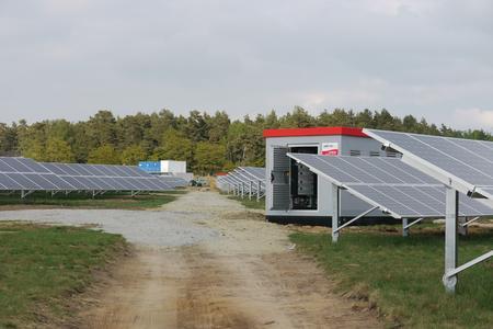 Emmvee errichtet ein knapp 12 MW großes solares Kraftwerk in sieben Wochen