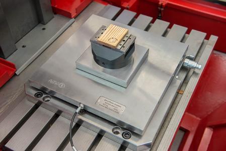 Bei der Herstellung der Formen und Werkzeuge an der TH Wildau sorgt ein Nullpunktspannsystem von AMF für größtmögliche Flexibilität bei engen Toleranzen.