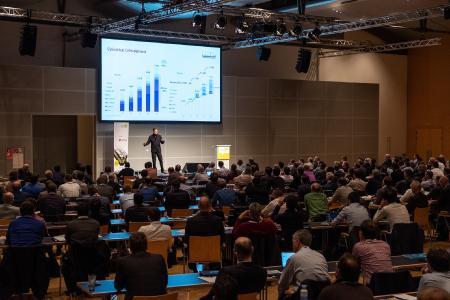 Sven Bauer, CEO & Founder der BMZ Gruppe bei der Keynote Präsentation vor ausverkauftem Publikum