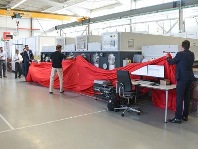 Eine starke Premiere für die Fachszene der Flachglasbeschichtung: das Coating-Lab bei Grenzebach in Hamlar