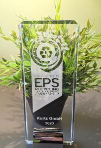 Der EPS Recycling Award befindet sich derzeit noch auf der Reise von den USA nach Deutschland. Das Team der Kurtz GmbH kann es kaum erwarten, den Preis in Kürze in Empfang zu nehmen