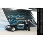 Stefan Krause, Mitglied des Vorstands der BMW AG, Vertrieb und Marketing, und Matthias Wissmann, Präsident Verband der Automobilindustrie e.V., Übergabe des BMW Hydrogen 7 (v.l.) (11/2007)
