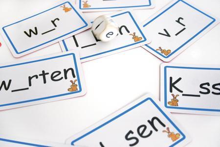 """Lernspiel """"Hasen-Hosen"""" von IQ-Spiele trainiert spielend die Vokale"""