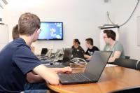 Programmieren am Laptop: Für einen Fachinformatiker gehört das zum Arbeitsalltag