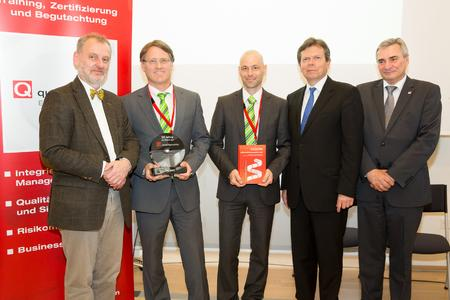 Presentation of the qualityaustria award in Vienna: From l to r: Dr. Christian Schweiger, President of ÖQS, Ing. Herbert Traschwandtner, Member of the W&H Executive Board, Martin Förster, W&H Quality and Environmental Management, Dr. Lothar Roitner, FEEI, and Konrad Scheiber, CEO Quality Austria
