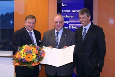 Walter Klink wurde für seine 25-Tätigkeit als Aufsichtsratmitglied geehrt