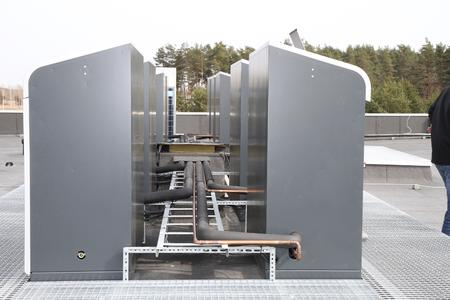 Lots of refrigeration, little space: a 200-meter-long piping system connects the condensing units to numerous evaporators inside the building.