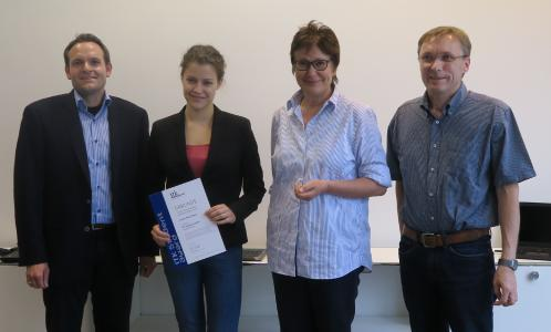 v.l.n.r.: Torsten Breitel (ITK Engineering AG), Preisträgerin Leonie Tatzel, Prof. Dr.-Ing. Ivers-Tiffée (KIT), Dr.-Ing. Wolfgang Menesklou (KIT)