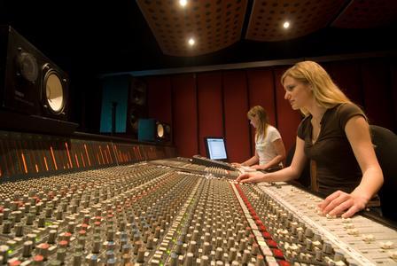 SAE Institute verzeichnet steigendes Interesse von Frauen an Multimedia-Berufen