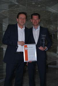 Dr. Rudi Herterich, Geschäftsführer, und Thorsten Claus, Leiter Business Development, freuen sich über den Innovationspreis-IT