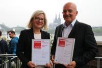 ... and the winner is: Die neue Produktfamilie Anika von Tente. Stolz werden dazu die Zertifikate in Köln präsentiert. Fotos: Tente